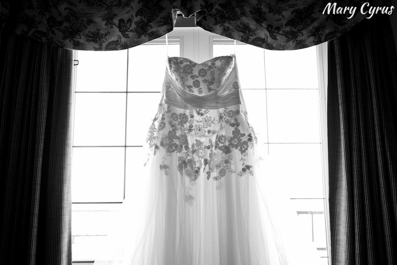 Floral Appliqued Wedding Dress | Mary Cyrus Photography - Weddings & Portraits in Dallas, Texas & Beyond