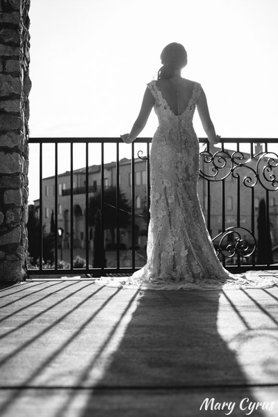 Lili's stunning bridal portraits at Adriatica in McKinney, Texas, captured by Mary Cyrus Photography